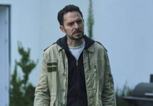WHO KILL SARA?  - Season 2 (L to R) MANOLO CARDONA as ALEX in episode 201 of WHO KILLED SARA?  - Season 2. Cr.  NETFLIX © ️ 2021